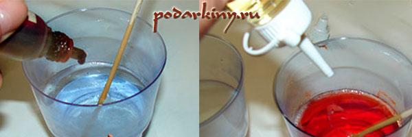 Растапливаем мыльную основу и добавляем в нее краситель