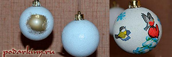 Наношу белый грунт на шарик и клею фрагменты салфетки