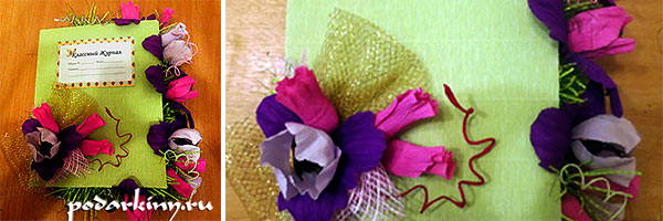Классный журнал, украшенный цветами из конфет