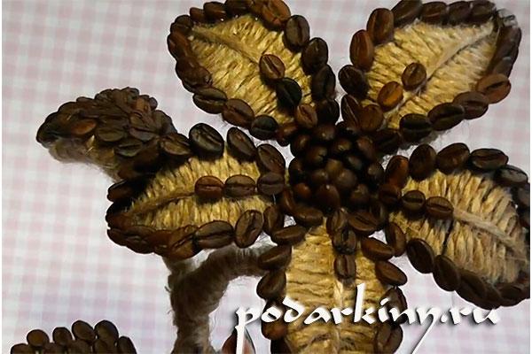 Декорируем цветок зернами кофе