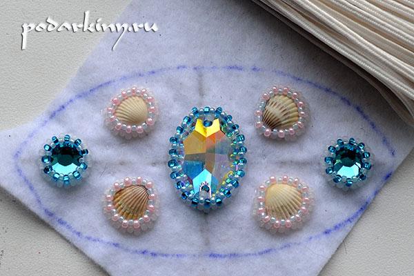 Общий вид заколки после оплетения кристаллов и ракушек