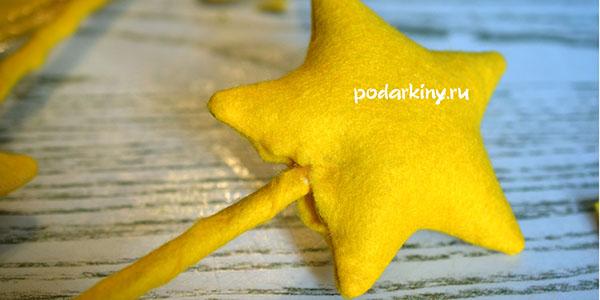 Вставляем палочку и набиваем синтепоном звезду